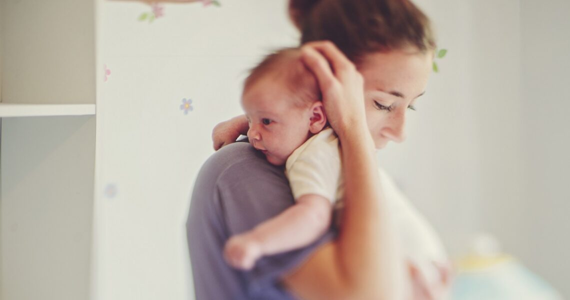 niemowlę u mamy